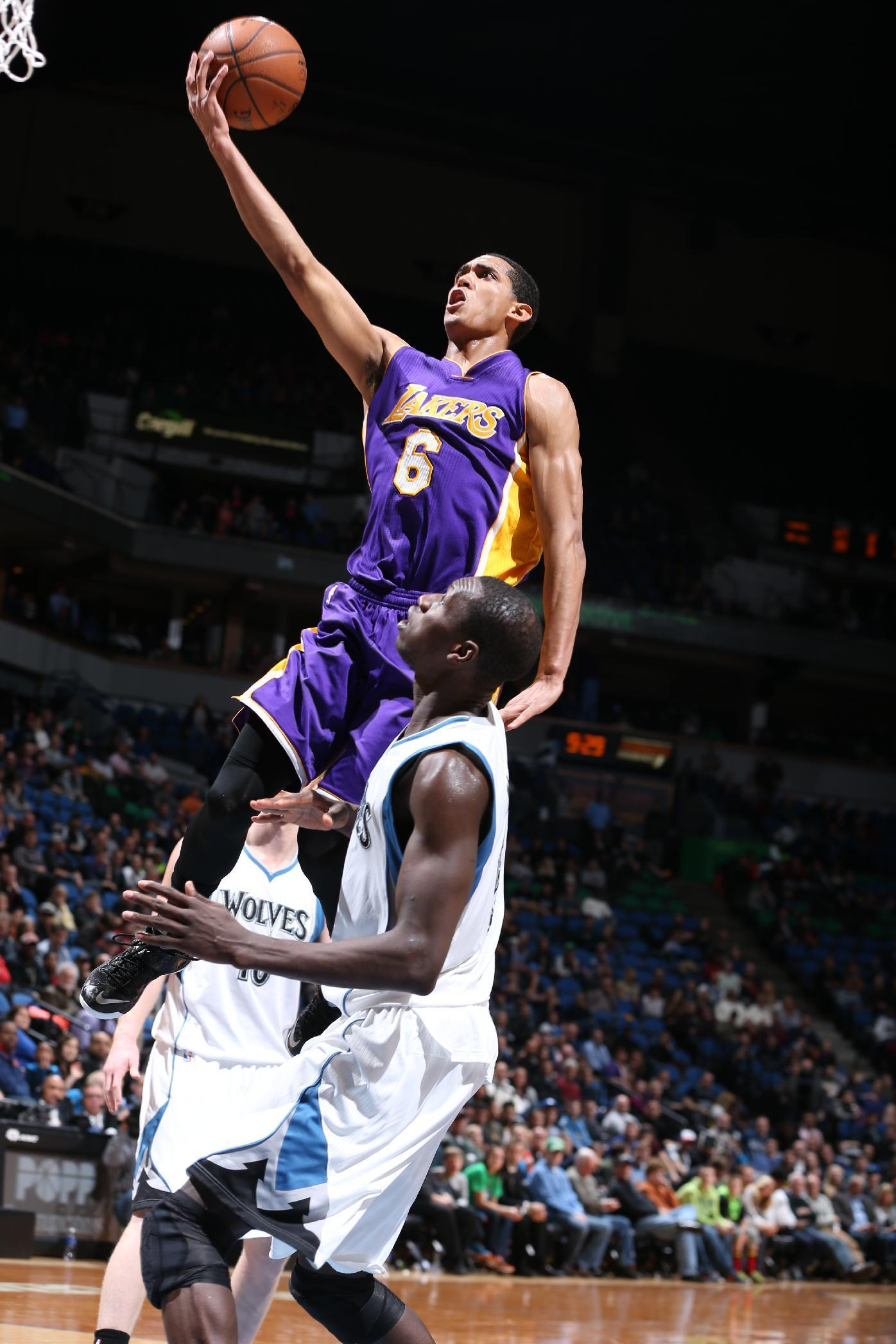 Clarkson shines in OT to lead Lakers over Wolves, 101-99