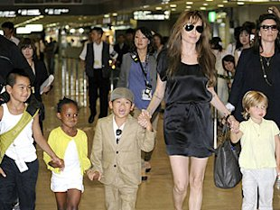 Angelina Jolie and Maddox, Zahara, Pax and Shiloh. Photo: Yoshikazu Tsuno/AFP/Getty
