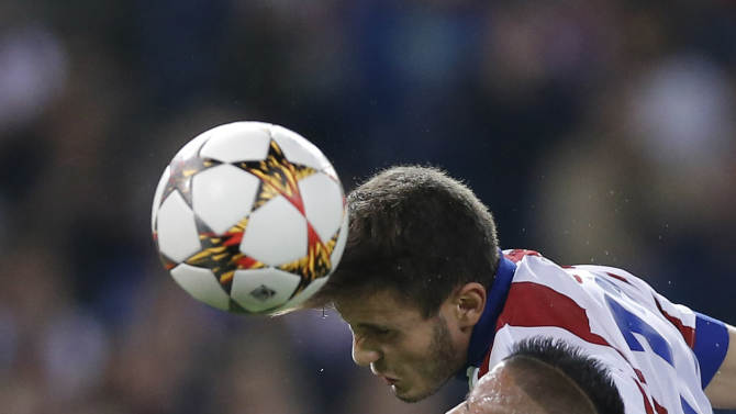 Atletico's Saul, up center, and Juventus' Arturo Vidal, right,  go for a header during the Group A Champions League soccer match between Atletico De Madrid and Juventus at the Vicente Calderon stadium in Madrid, Spain, Wednesday, Oct. 1, 2014. (AP Photo/Daniel Ochoa de Olza)