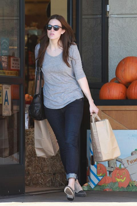 Durable basics like Mandy Moore's indigo jeans and grey tee look great when spruced up JUST a tad by rolling your cuffs and adding some studded flats. (Goffredo Crollalanza/PCN)