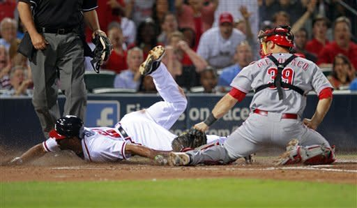 Reds score 2 runs in 8th, beat Braves 3-1