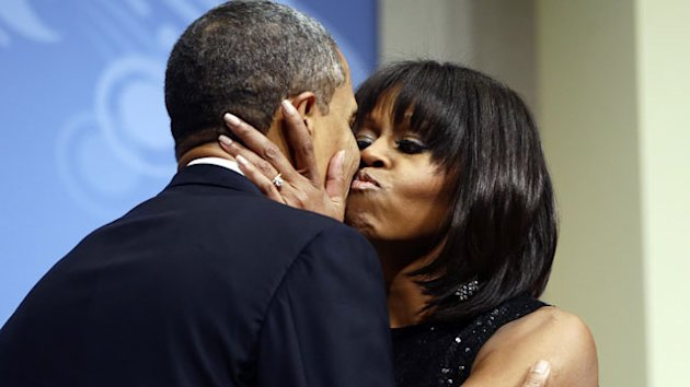Obama on First Lady's Haircut: 'I Love Her Bangs' (ABC News)