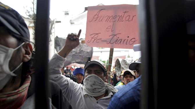 Inmates protest at the San Pedro prison during the prison's visiting day in La Paz