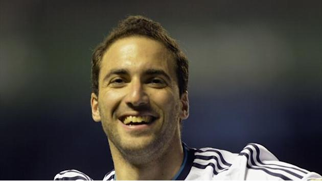Serie A - Higuain and Reina pass Napoli medicals