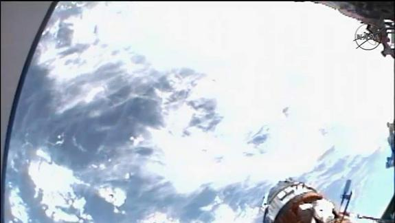 Space Station Astronauts Battle Stuck Bolts in Record-Setting Spacewalk