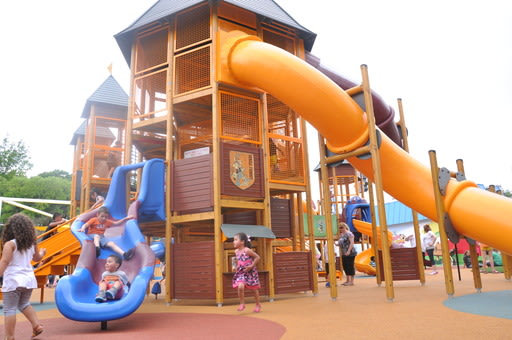 Looney Tunes Adventure Camp is an interactive play structure where kids can climb, slide and discover fun surprises!