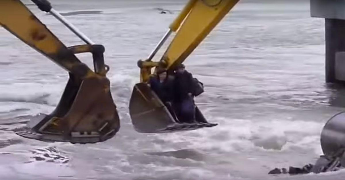 Flooded Russians Forced Into Risky River Crossing!