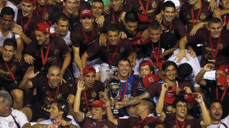 Marchesin of Argentina's Lanus soccer team and teammates pose with trophy after defeated Brazil's Ponte Preta in final Copa Sudamericana match in Buenos Aires