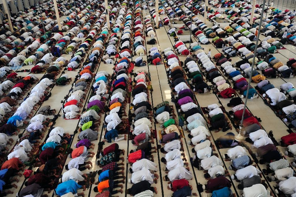 Prayers on chairs ban sparks outrage in Bangladesh