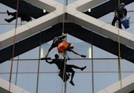 Workers clean windows on a Sydney high rise building on July 12, 2012. Australia&#39;s unemployment rate rose to 5.2 percent in June, with the economy shedding 27,000 jobs as global uncertainty and the strong Australian dollar weighed on employers