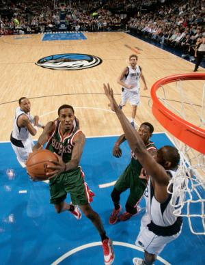 Ellis spoils Nowitzki's 20-20 game, Bucks top Mavs