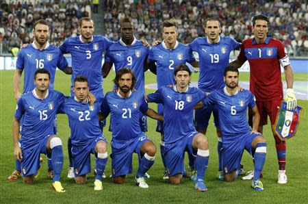 Italy's national soccer team pose before the start of their 2014 World Cup qualifying soccer match against Czech Republic at the Juventus stadium in Turin