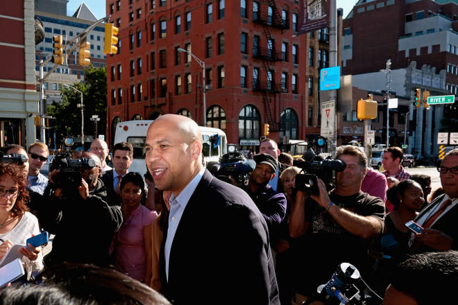 We (Now) Recognize Cory Booker, the Tweeting Senator From NJ