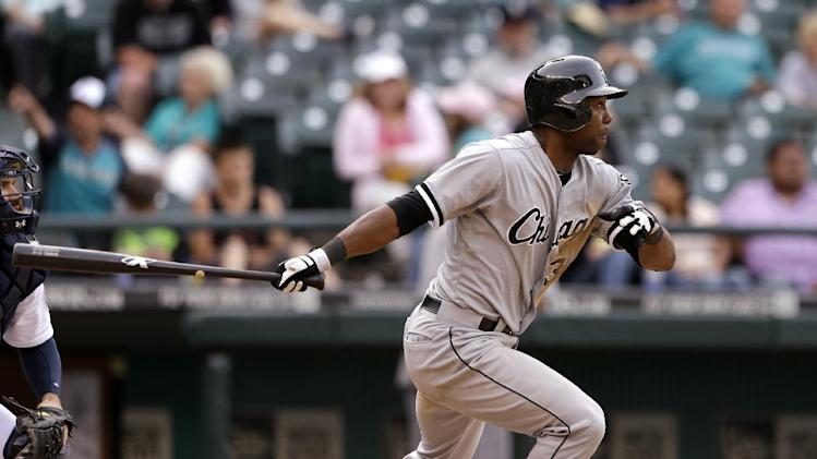 Chicago White Sox's Alejandro De Aza drives in a run against the Seattle Mariners in the 16th inning of a baseball game on Wednesday, June 5, 2013, in Seattle. (AP Photo/Elaine Thompson)