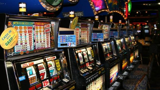 When tech goes wrong: Man who wins $57m on slot machine told it's a software error, offered $100