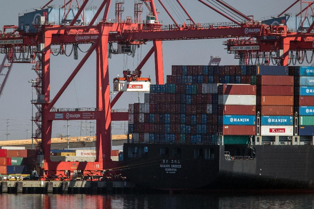 US exports to China rise; total trade deficit widens in October