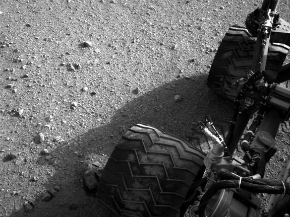 Mars Rover Curiosity Begins 1st Long Martian Drive