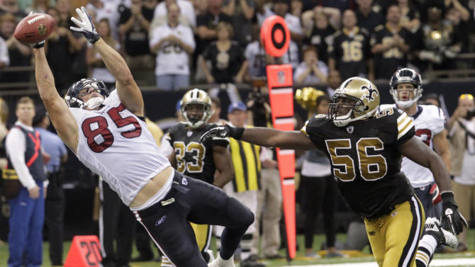 Houston Texans tight end Joel Dreessen (85) tries to make the catch as New Orleans Saints linebacker Jo-Lonn Dunbar (56) looks on during the second half of an NFL football game, Sunday, Sept. 25, 2011, in New Orleans. (AP Photo/Bill Haber)