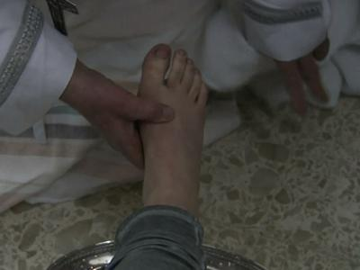 Pope Washes Feet of Inmates, Including Women