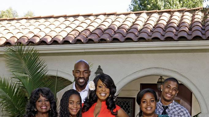 "Comedienne Niecy Nash swaps lives with rocker Tina Yothers in ""Celebrity Wife Swap."""