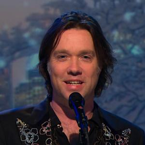 "Rufus Wainwright sings ""It's The Most Wonderful Time of Year"" on Saturday Sessions"