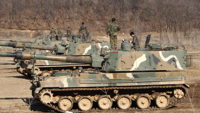 South Korean Army soldiers work on their K-9 self-propelled artillery vehicles during an exercise against possible attacks by North Korea near the border village of Panmunjom in Paju, South Korea, Monday, March 11, 2013. South Korea and the U.S. on Monday kicked off an annual military drill amid worries about a possible bloodshed following North Korea's threat to scrap a decades-old war armistice and launch a nuclear attack on the U.S. (AP Photo/Ahn Young-joon)