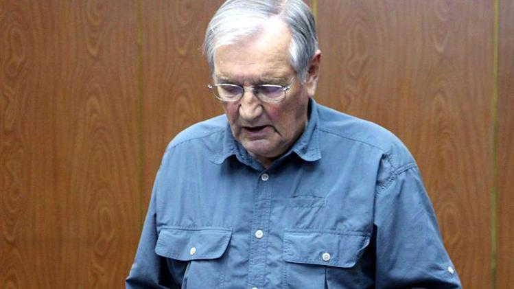 US citizen Merrill Newman reads a written apology on November 9, 2013, for his alleged crimes both as a tourist and during his participation in the Korean War, while in detention in Pyongyang, after he was arrested on 26 October, 2013