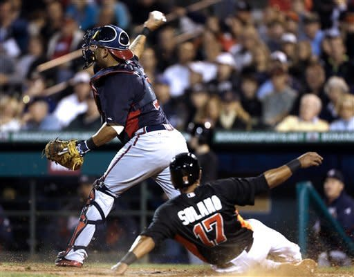 Medlen knocked out of game by liner in Braves' win