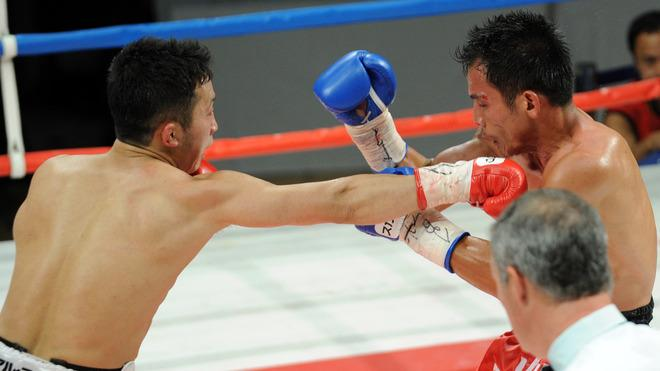 World Boxing Council (WBC) Super Featherweight Champion Takahiro Aoh Of Japan (L) Punches Challenger Terdsak Jandaeng AFP/Getty Images
