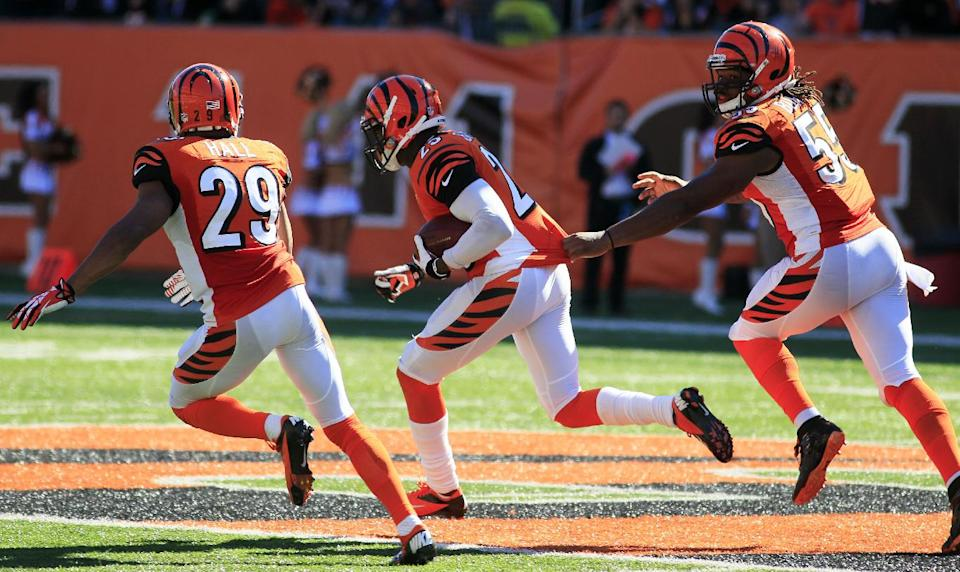 Bengals' defense holds on, wins a wild game