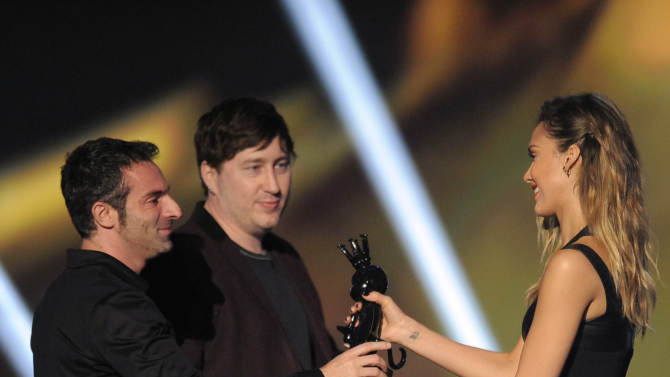 """From left, Jessica Alba presents the award for best action adventure to Raphael Colantonio and Harvey Smith for """"Dishonored"""" at Spike's 10th Annual Video Game Awards at Sony Studios on Friday, Dec. 7, 2012, in Culver City, Calif. (Photo by Chris Pizzello/Invision/AP)"""