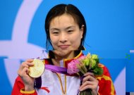 China&#39;s Wu Minxia poses on the podium after she won gold in the women&#39;s 3m springboard final at the London 2012 Olympic Games in London. Wu won the women&#39;s 3m springboard diving gold medal to draw level with Guo Jingjing as the most-decorated diver at the Olympics with six medals on Sunday