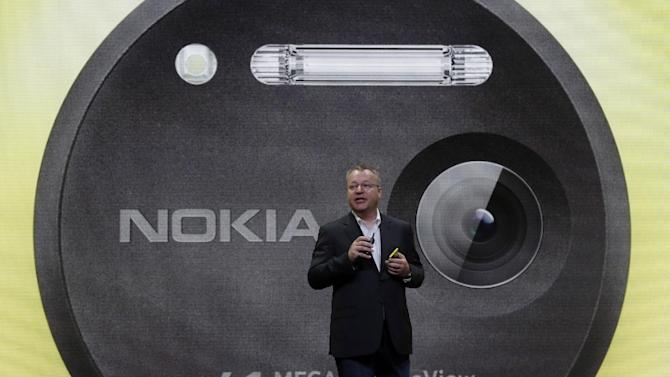 Nokia CEO Stephen Elop desicribes his company's Nokia Lumia 1020, in New York, Thursday, July 11, 2013. The Nokia Lumia 1020, with a 41-megapixel camera, records more detail than other camera phones and even tops point-and-shoot cameras. (AP Photo/Richard Drew)