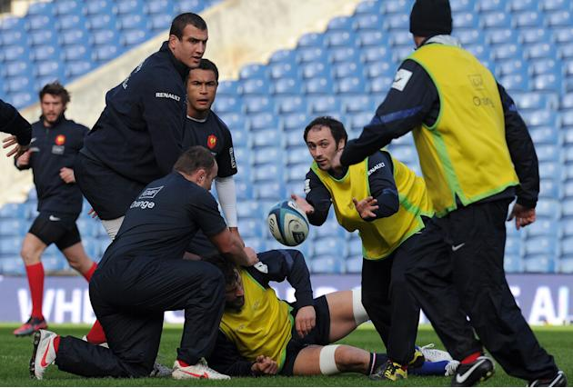 France's rugby union national team scrum half Julien Dupuy (C) passes the ball during a training session on February 25, 2012 at Murrayfield Stadium in Edinburgh, on the eve of the rugby union 6 Natio