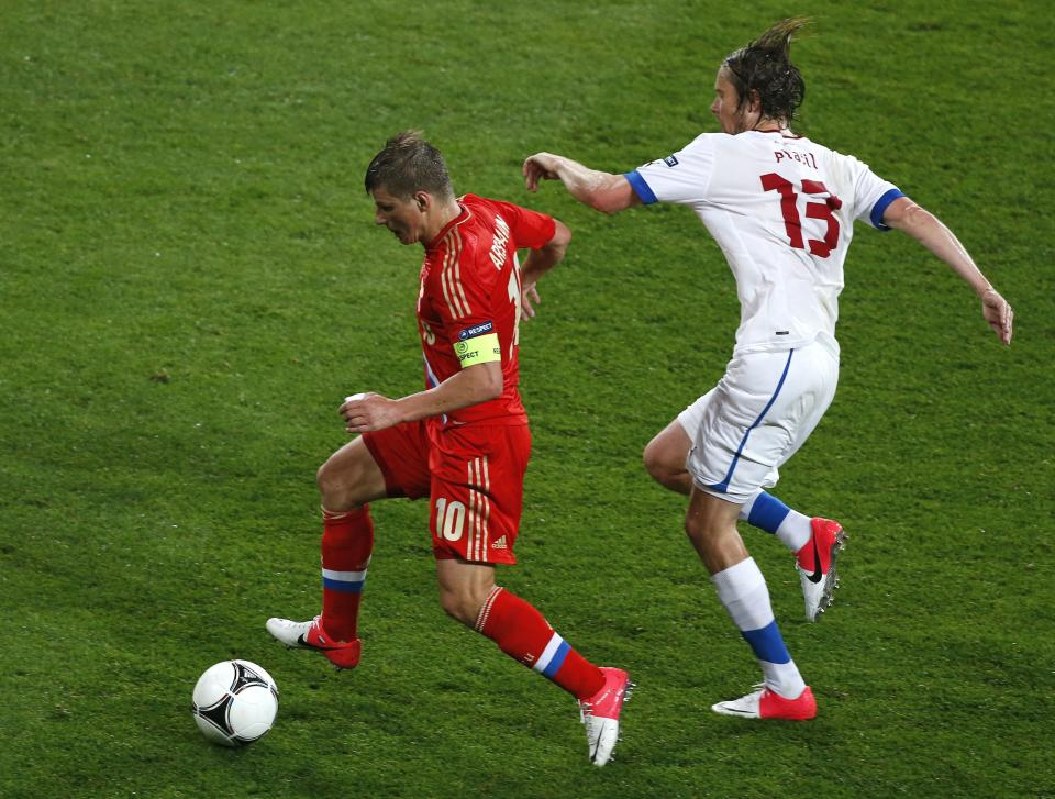 Russia's Andrei Arshavin, left, and Czech Republic's Jaroslav Plasil vie for the ball during the Euro 2012, Group A soccer match between Russia and Czech Republic, in Wroclaw, Poland, Friday, June 8, 2012.  (AP Photo/Anja Niedringhaus)