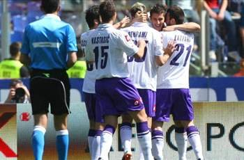 Roma 1-2 Fiorentina: Lazzari scores late winner as 10-man hosts squander chance to close gap on third spot