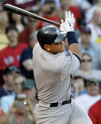 Chavez hits 2 HRs, Yanks top Red Sox 6-2 at Fenway