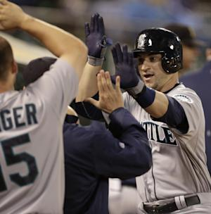Saunders sharp in Mariners' 3-2 win over A's