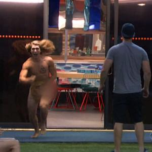 'Big Brother' Houseguest Streaks. Housemates Yawn.