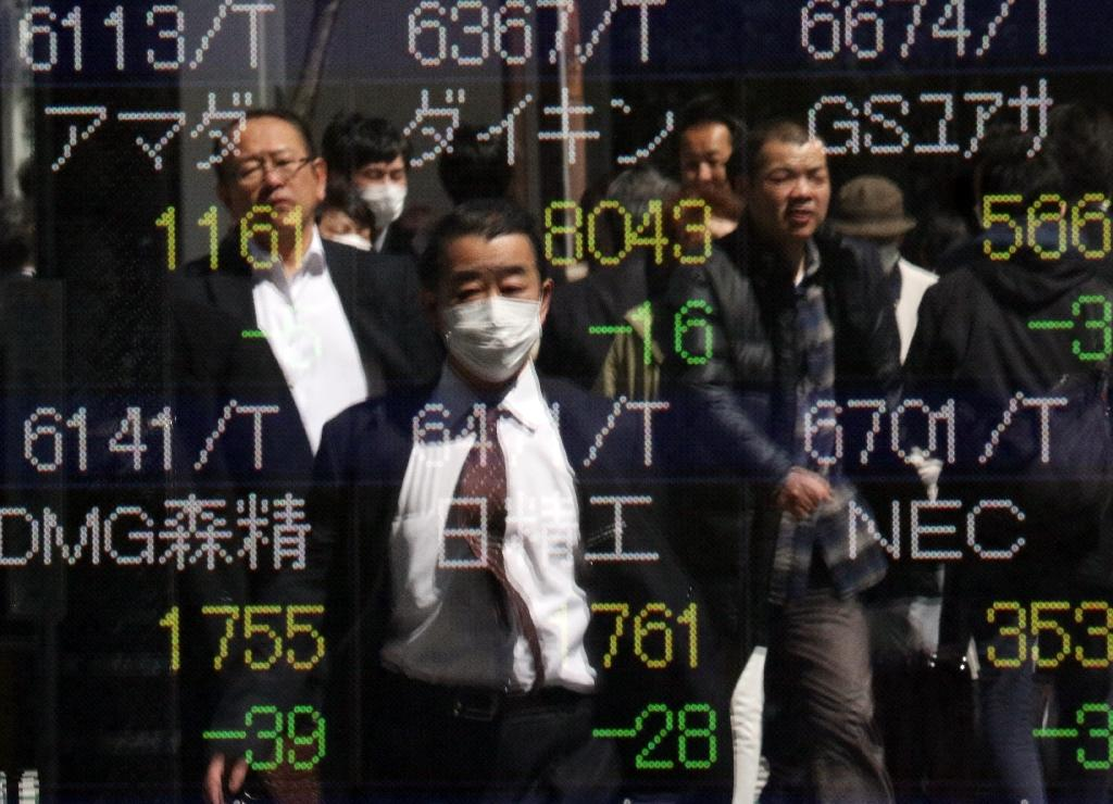 Asian stocks mostly higher, weak yen boosts Tokyo
