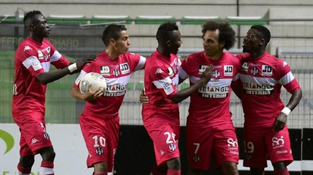 Toulouse's Danish forward Martin Braithwaite is congratulated by team-mates after scoring againstSaint-Etienne (AFP)