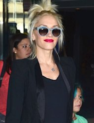Gwen Stefani takes a break from her signature red lips