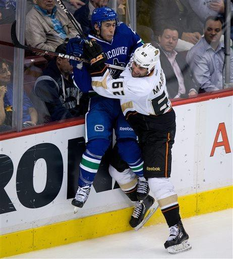 Ducks upend Canucks 3-1