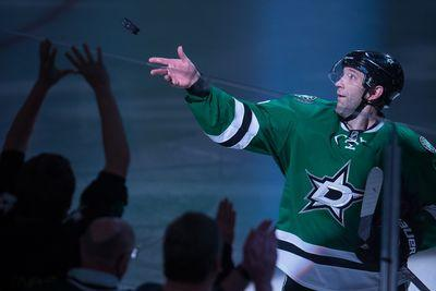 Erik Cole traded from Stars to Red Wings for prospects, draft pick