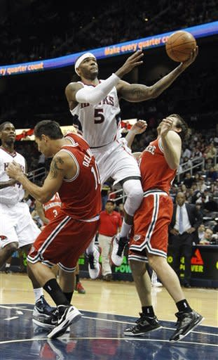 Radmanovic, Hawks rally past Bucks, 99-94