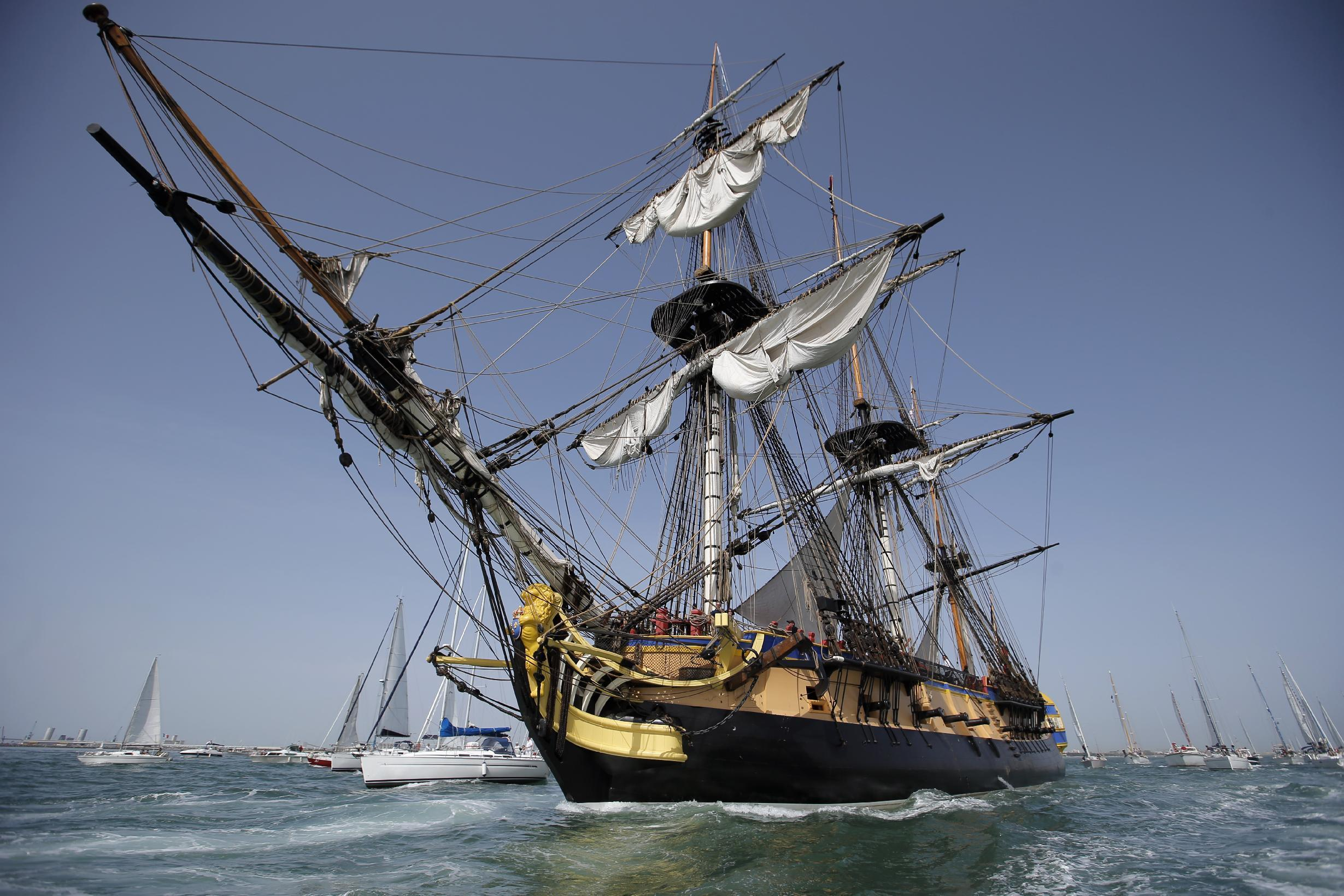 French replica of revolutionary frigate sets sail for Boston
