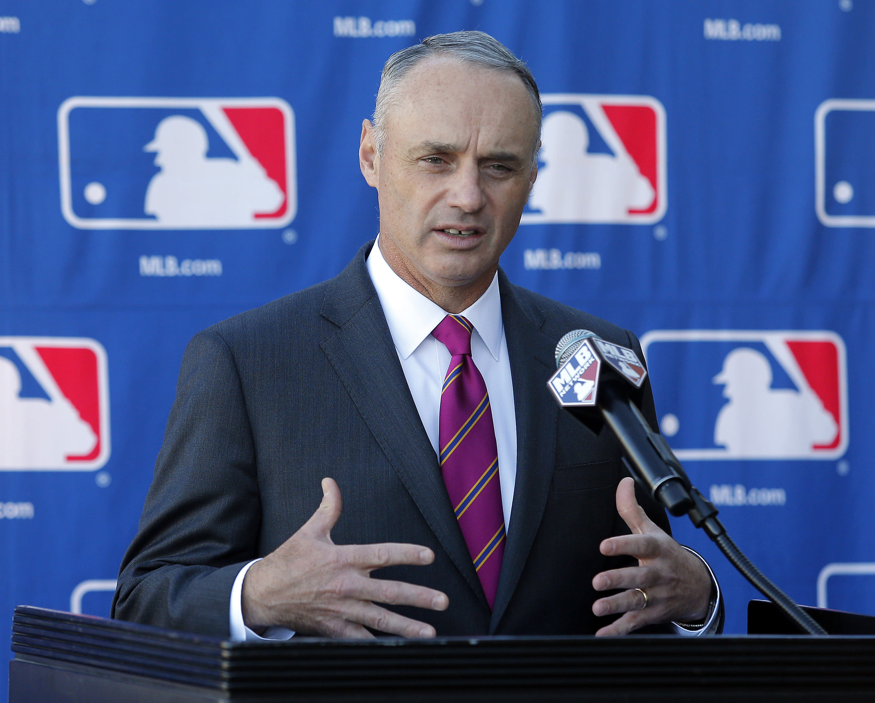 New commissioner Rob Manfred open to defensive-shift ban