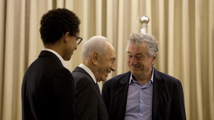 Israel's President Shimon Peres walks past U.S. actor Robert De Niro and his son Julian Henry De Niro during their meeting at the President's residence in Jerusalem, Tuesday, June 18, 2013. (AP Photo/Sebastian Scheiner)