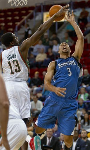 Budinger, Wolves beat Bucks in Green Bay, 100-76