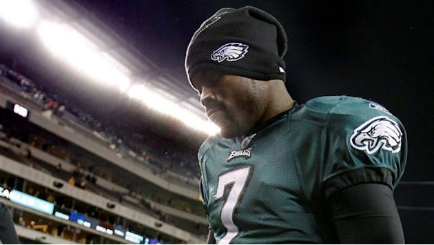 American Football - Vick restructures deal to remain with Eagles